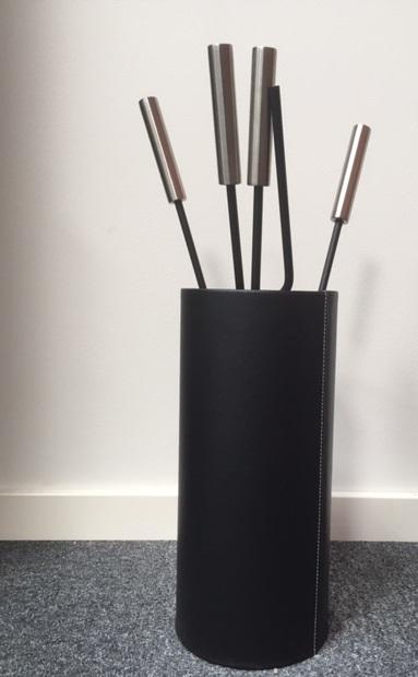 kaminbesteck modern mit zylinder aus kunstleder schwarz. Black Bedroom Furniture Sets. Home Design Ideas