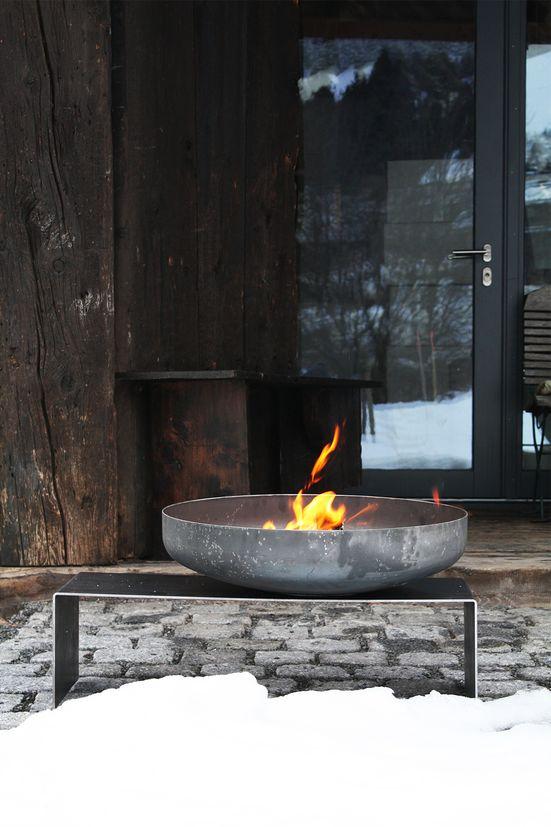 feuerschale mit bank aus stahl mit schale 60 cm optional mit teppanyaki platte. Black Bedroom Furniture Sets. Home Design Ideas